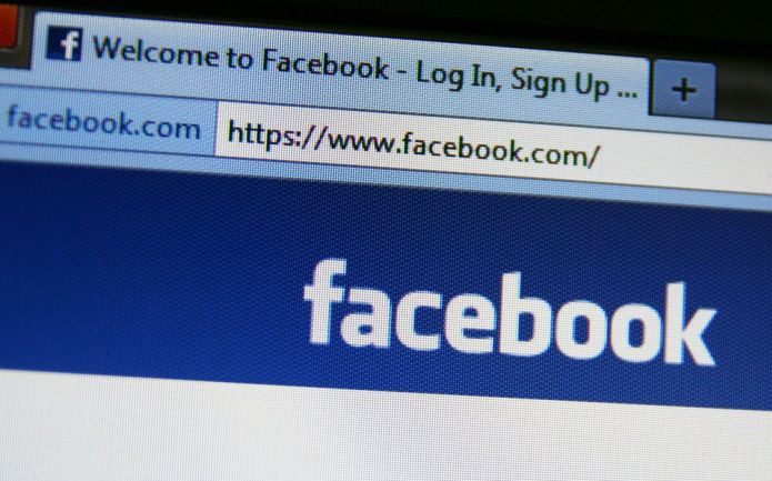 Facebook s'enfonce dans la crise, le réseau social enregistrait les appels et sms